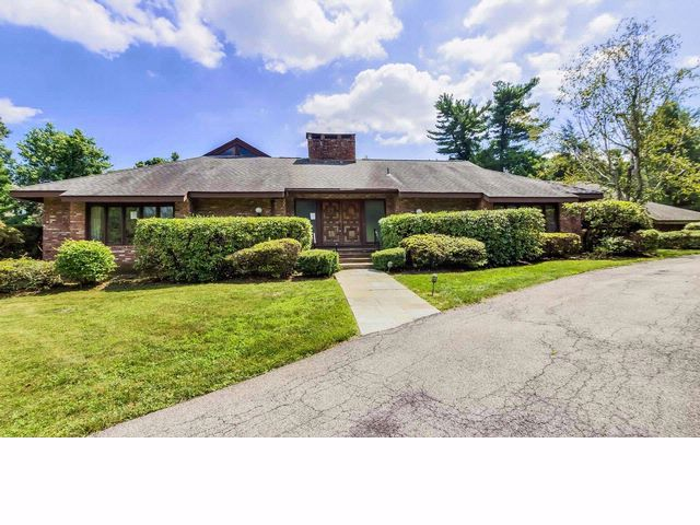 4 BR,  4.50 BTH  Contemporary style home in Rye